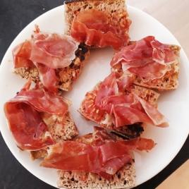 Pan con tomate y jamón serrano